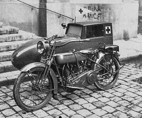 Harley-DavidsonaveccaissefranaiseVannod-ambulance.jpg